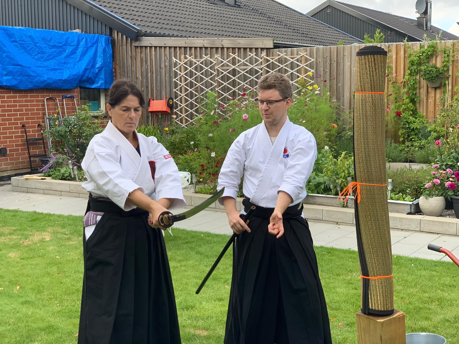 Axel instruerar tenouchi